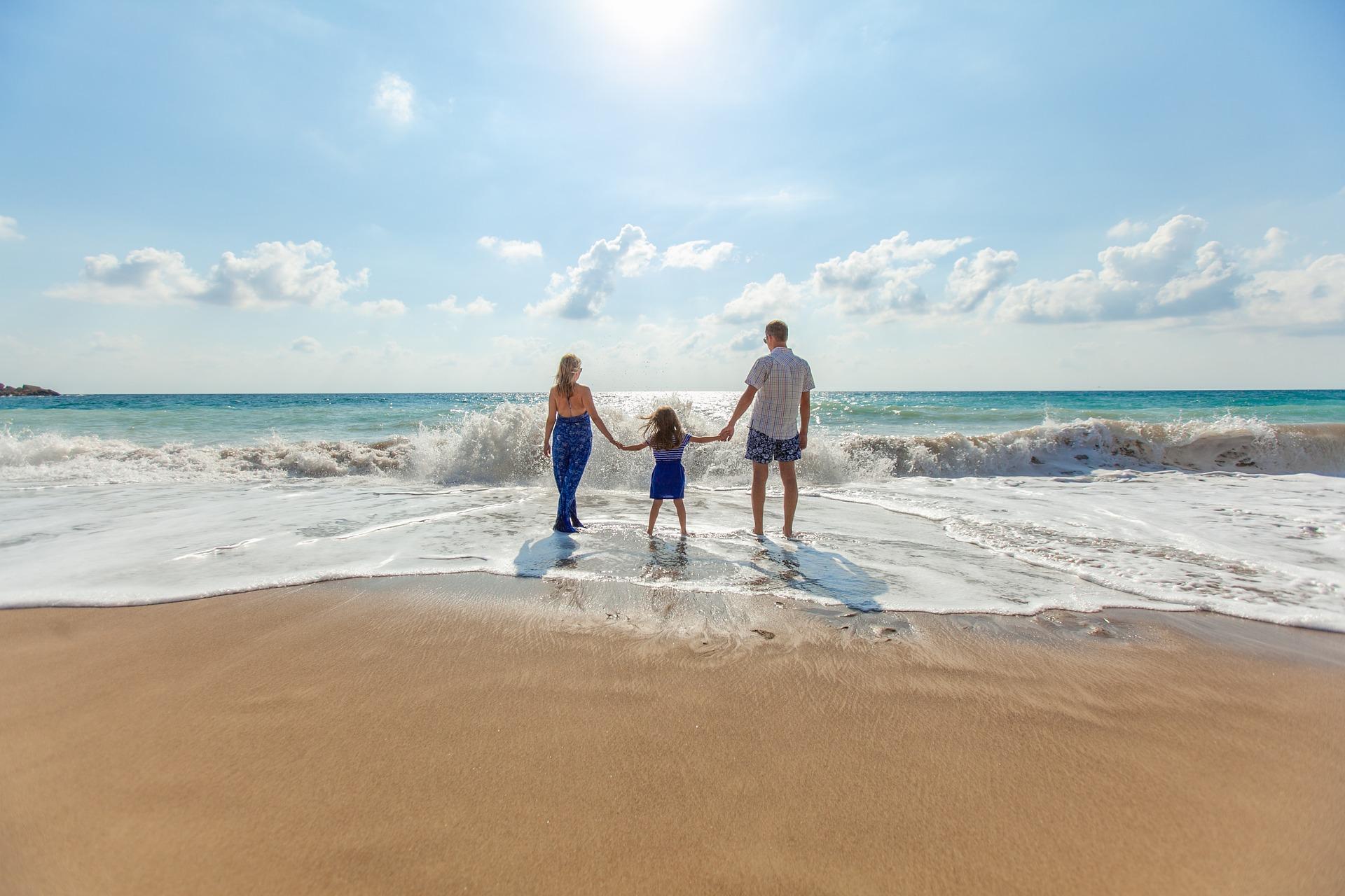 family beach-1867271_1920